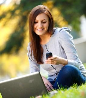 femme-pc-smartphone